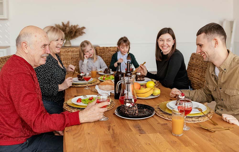 comer en casa con comida tradicional
